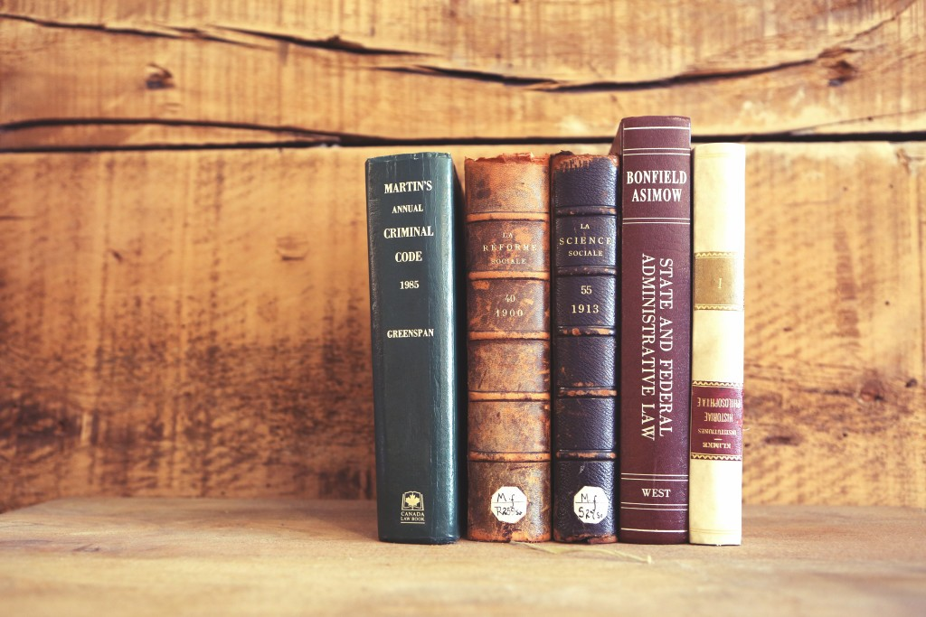 2015-04-Life-of-Pix-free-stock-old-books-wooden-shelves-leeroy (1)